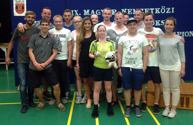 Hatten zum Schluss doch noch Grund zu feiern: Die  deutschen Spieler um die Hungarian Open Siegerin Sarah Walter. (Foto: Uwe Walter)