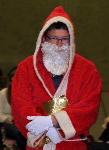 """Nikolaus """"Twer"""" ließ es sich nicht nehmen, persönlich die Siegerehrung vorzunehmen."""