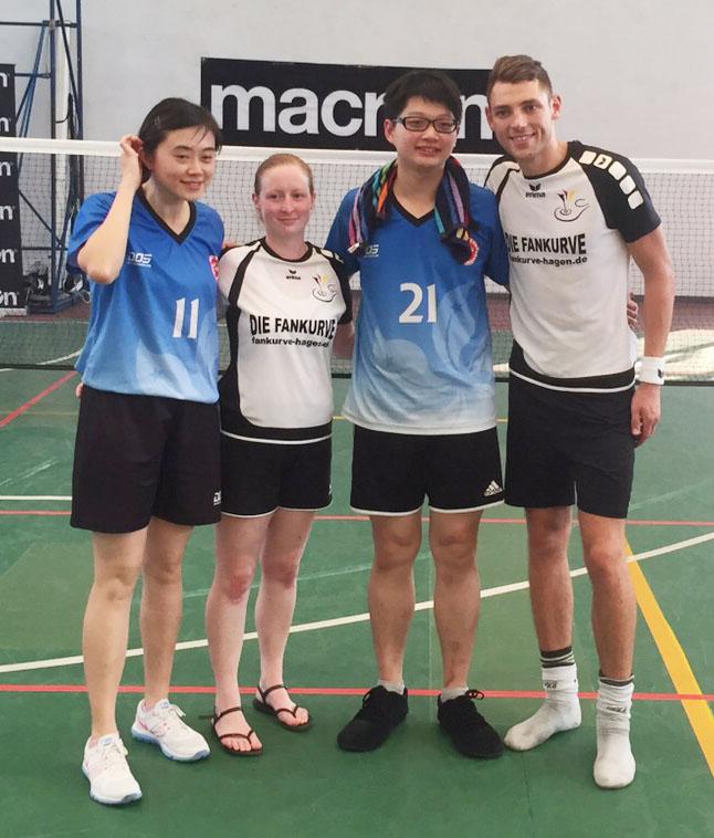Sarah Rüsseler und David Zentarra mit ihren Gegnern aus Macau.