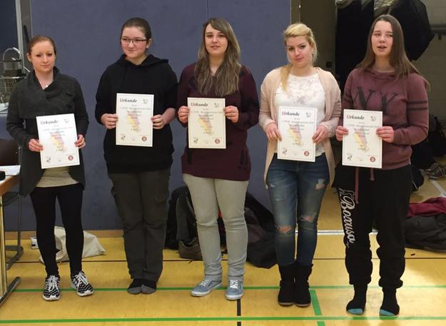 Die bestplatzierten Damen: (v.l.) Sarah Rüsseler, Franziska Schönfeld, Nathalie Kröner, Frida Varga und Vanessa Kröner. (Foto Constantin Trimborn)