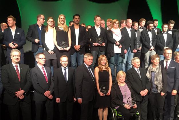 Im illustren Kreis der besten Sportlerinnen und Sportler im Kreis Soest war auch Sven Walter (vorne 3.v.l.) mit dabei. (Foto David Zentarra)